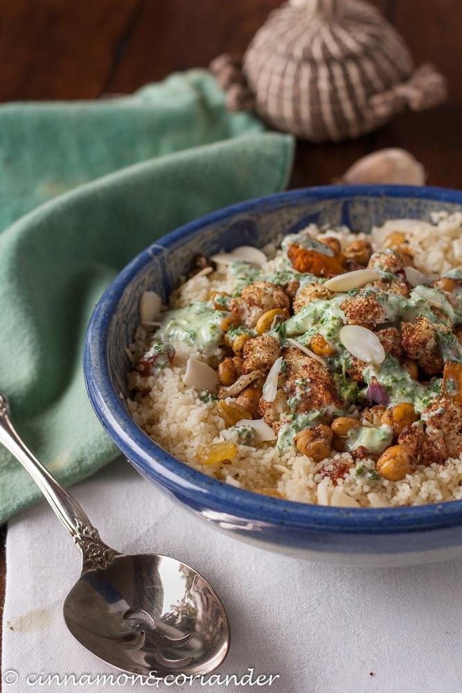 Rezept Veganer Couscous Bowl mit orientalischem Ofengemüse & Tahini Minz Sauce