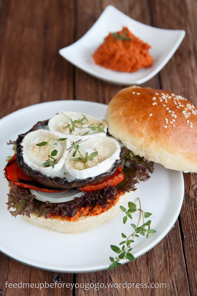Rezept Vegetarischer Burger mit Portobellopilzen, Ziegenkäse und Pesto Rosso