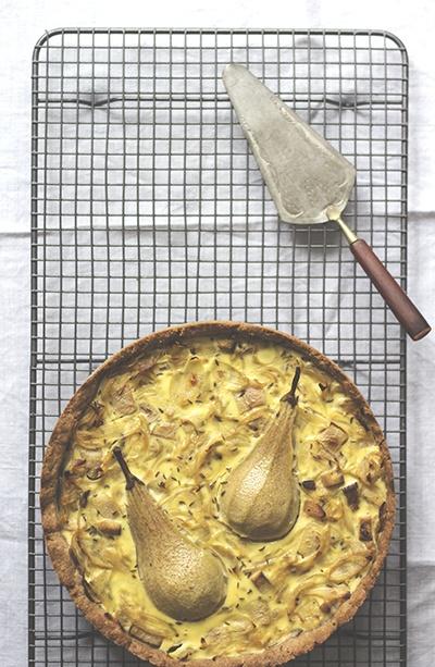 Rezept Vegetarischer Zwiebelkuchen mit Birnen und Räuchertofu