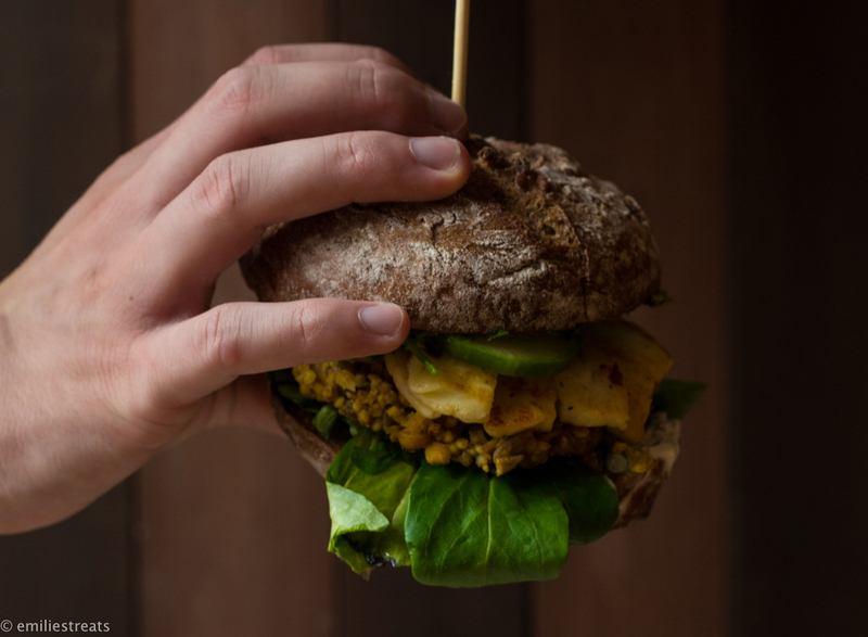 Rezept Veggie-XXL-Burger mit Hirsepatties und Pi-Pa-Pesto