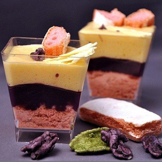 Rezept Verrines mit Veilchen, weisse Schokolade und Rosa Biscuits aus Reims