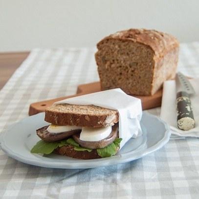 Rezept Vollkornbrot-Sandwich mit gegrillter Aubergine und Mozzarella