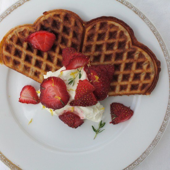 Rezept Waffeln mit gerösteten Thymian-Erdbeeren