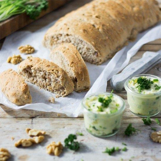 Rezept Walnuss-Brot mit selbstgemachter Kräuterbutter