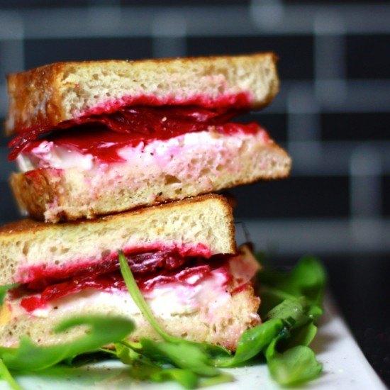 Rezept Warmes Sandwich mit roter Bete und Ziegenkäse