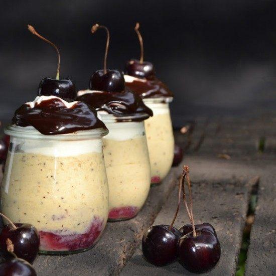 Rezept Wattleseed-Mousse mit Schoko-Kaffee Sauce und Kirschen