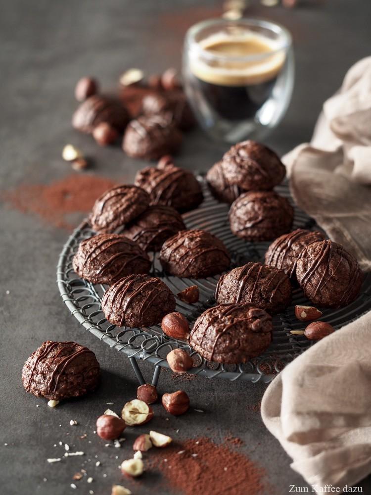 Rezept Weiche Haselnuss-Amaretti mit Schokolade