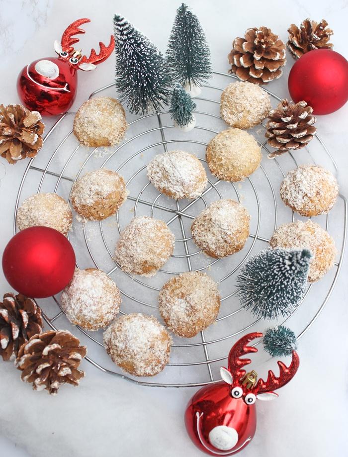 Rezept Weihnachtliche Knusperkugeln mit Bounty Überraschung