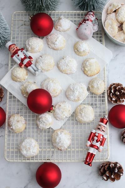 Rezept Weihnachtliche Schneeballkugeln mit Karamell Überraschung