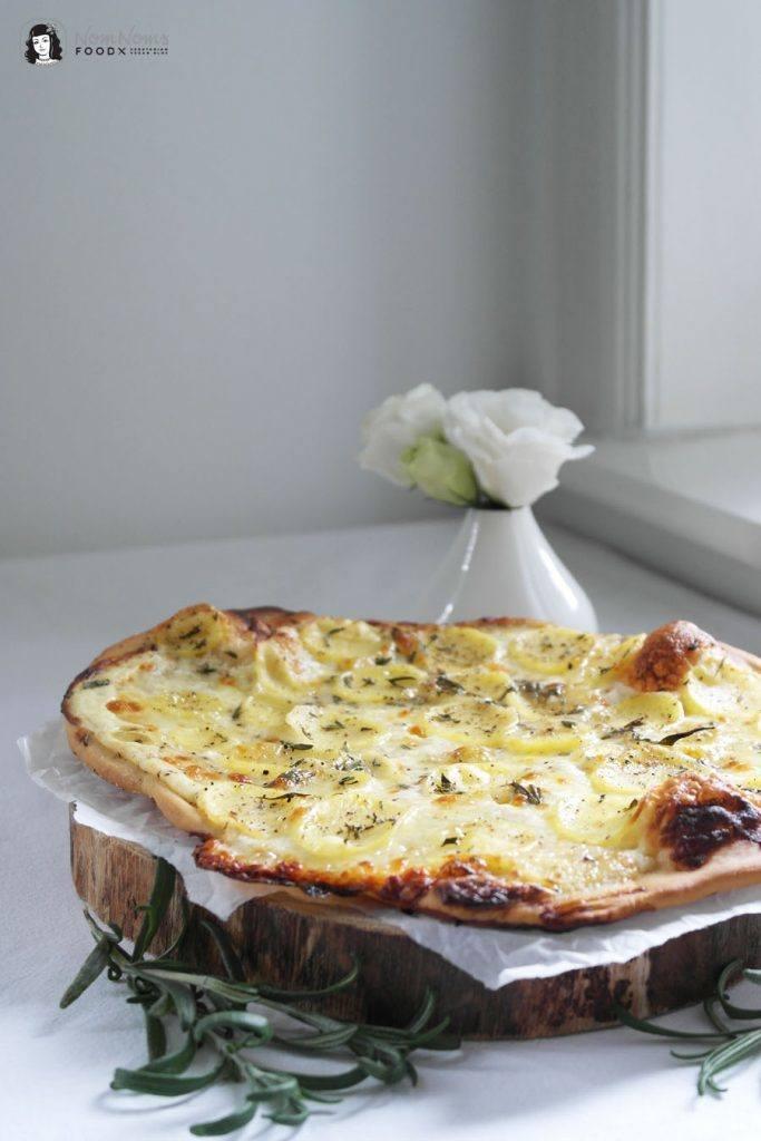 Rezept Weiße Pizza Bianca Panna mit Kartoffelscheiben, Mozzarella und Rosmarin