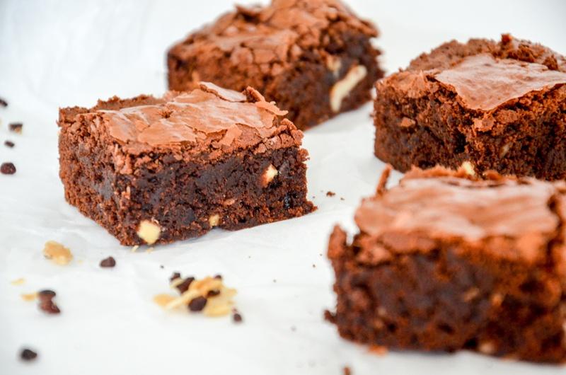 Rezept Weltbeste Brownies mit Walnüssen, Cashews und Kokos