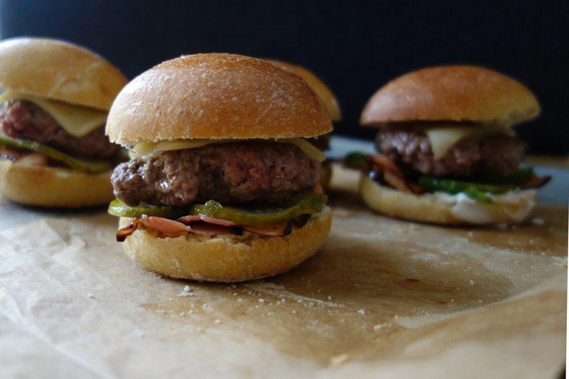 Rezept Whisky-Burger mit Bacon und Käse & Buns über Nacht
