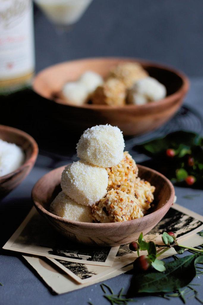 Rezept White chocolate Trüffel mit Kokos und Mandeln