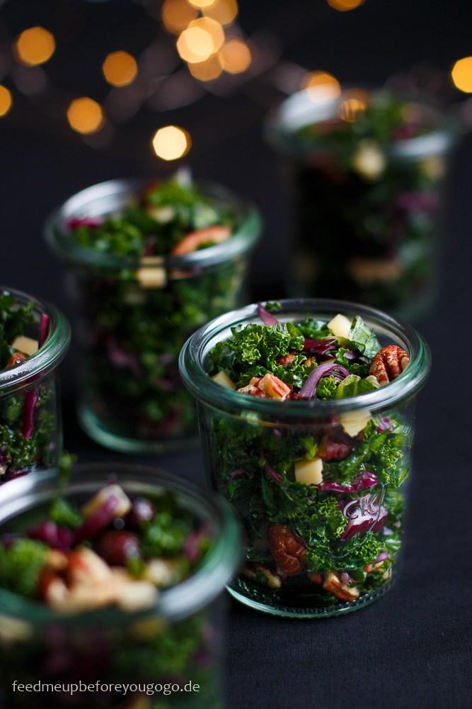 Rezept Wintersalat im Glas mit Grünkohl, Cranberrys und Champagner-Orangen-Dressing