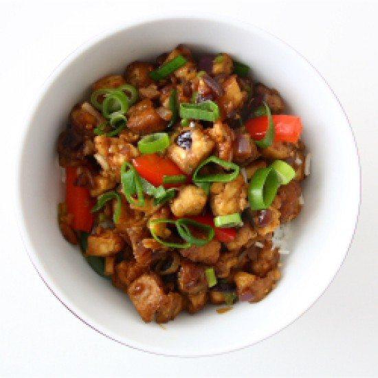 Rezept würzig-scharfer Mandel-Tofu in einer süßen Sojasauce auf Basmati-Reis