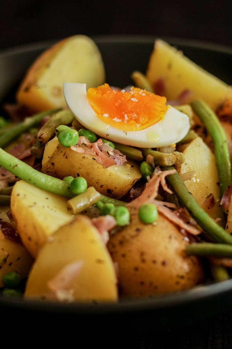 Rezept Würziger Kartoffelsalat mit Bohnen, Erbsen und Zwiebelns