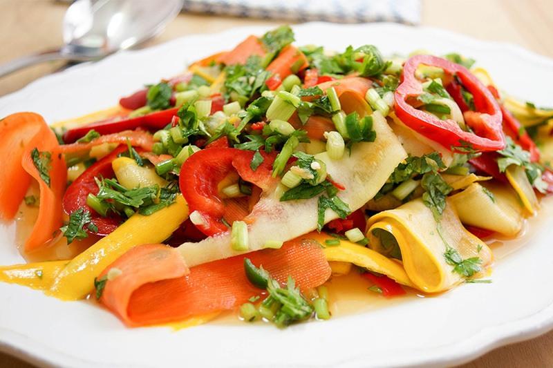 Rezept Würziger Thai-Salat mit Karotten und Zucchini