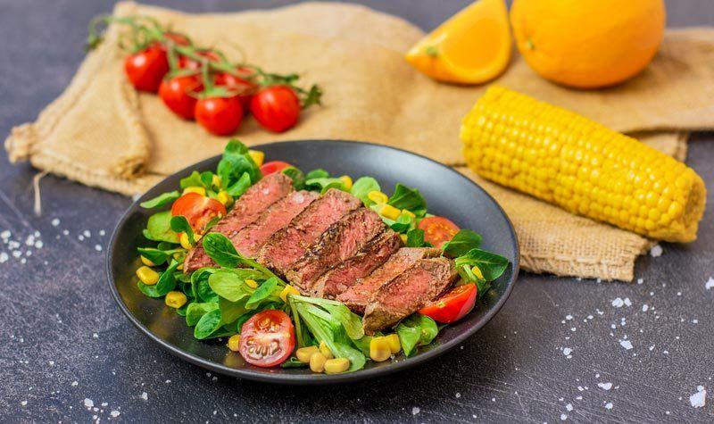 Rezept Zarte Rindersteak-Streifen mit buntem Salat
