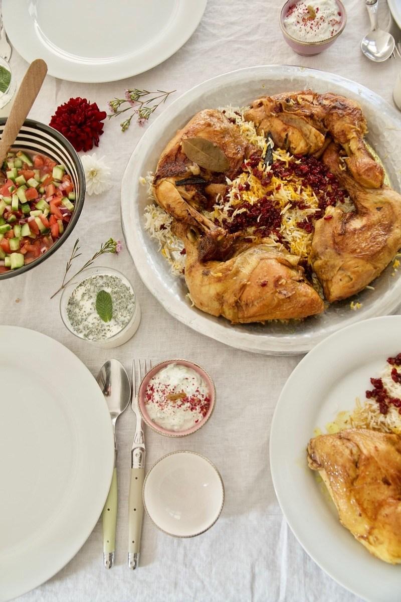 Rezept Zereshk Polo ba Morgh - In Safran geschmorte Hühnerkeulen auf Berberitzen-Reis
