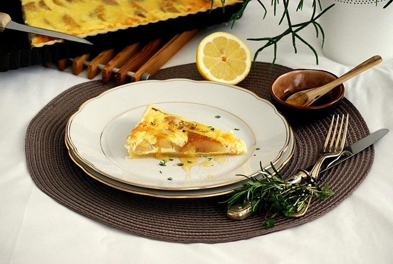 Rezept Ziegenkäse-Birnen-Quiche mit Honig und Rosmarien