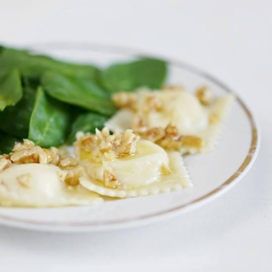 Rezept Ziegenkäse-Honig-Ravioli mit Walnussbutter
