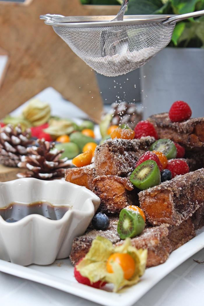 Rezept Zimt-Brioche-Sticks mit frischen Beeren und Sirup