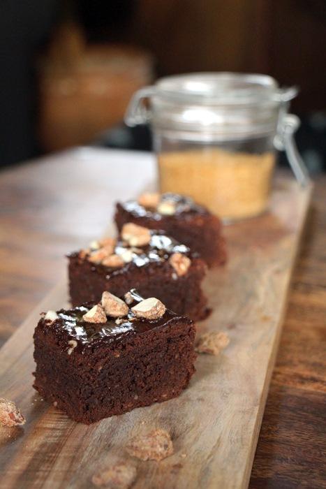 Rezept Zimt Brownies mit gebrannten Mandeln