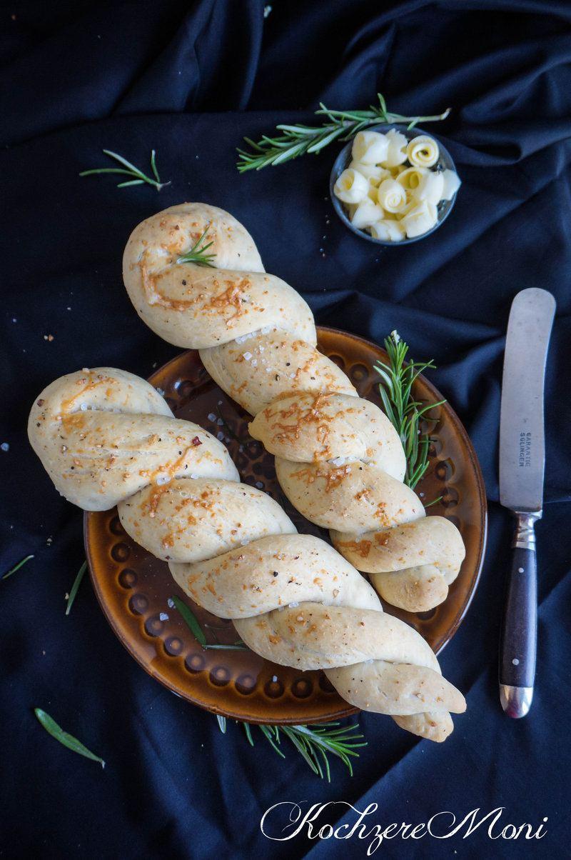 Rezept Zopfbrote mit Rosmarin, Gruyere und Knoblauchnote