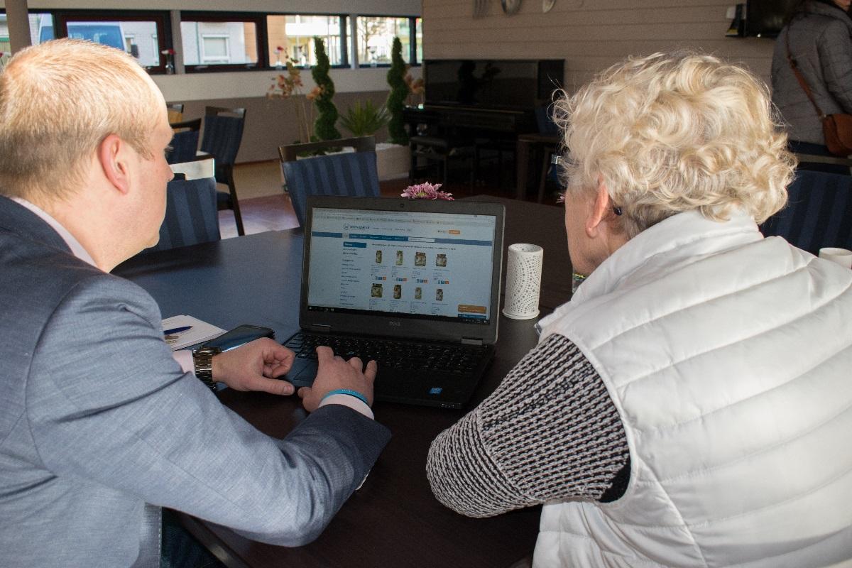 Online boodschappen bij Telesuper voor verzorgers in kleinschalig wonen, in beeld