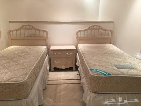 غرفة نوم من هابيتات المنزل مع ستارة