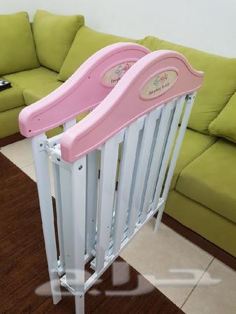 سرير اطفال وردي جديد