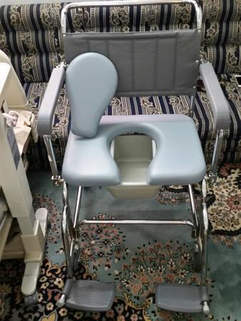 كرسي حمام متنقل لكبار السن والمرضى