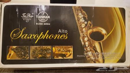 آلة نفخ موسيقية ( الساكسوفون ) جديده