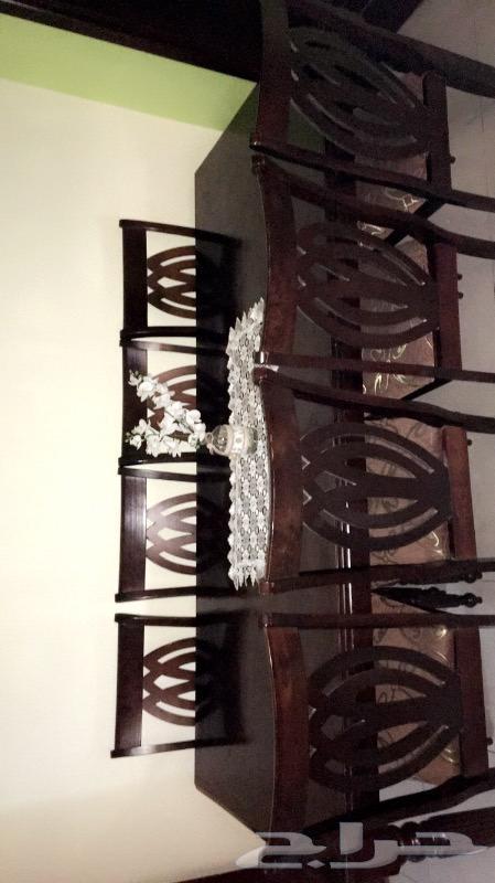 طاولة طعام ب 8 كراسي استعمال نظيف
