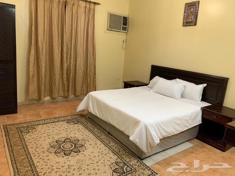 شقة مفروشة غرفتين وصالة ومطبخ ب1500 شهري