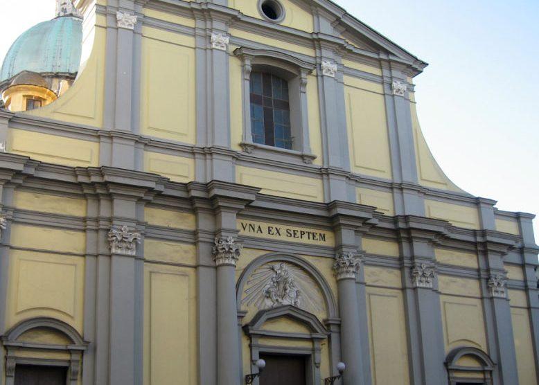 Festini gay con parroco, dossier in Curia Napoli