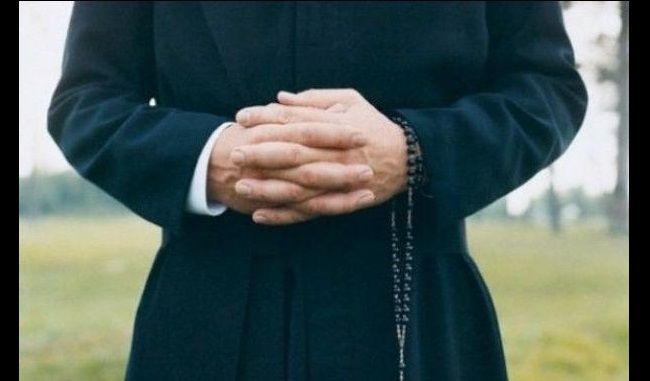 Festini gay con parroco,dossier in Curia