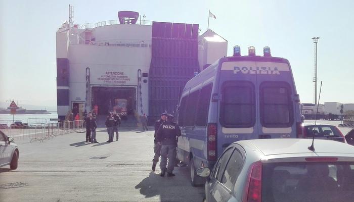 Traghetto Tirrenia devastato da 50 immigrati a bordo per il rimpatrio