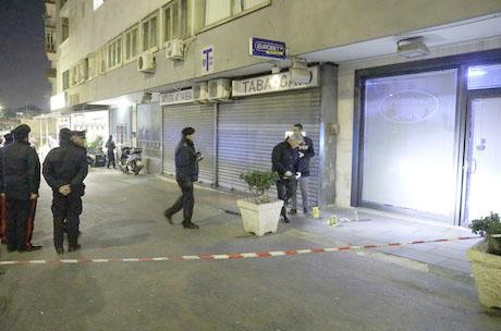 Agguato al Rione Traiano: gambizzato un pregiudicato, ferito un anziano