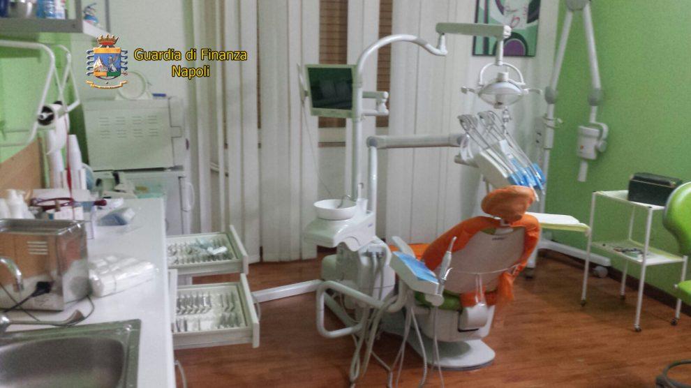 Sedicente dentista scoperto dalla GdF: esercitava la professione senza laurea