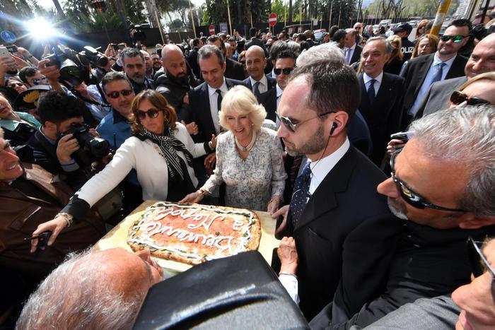Camilla Parker a Napoli: le foto della Duchessa in città