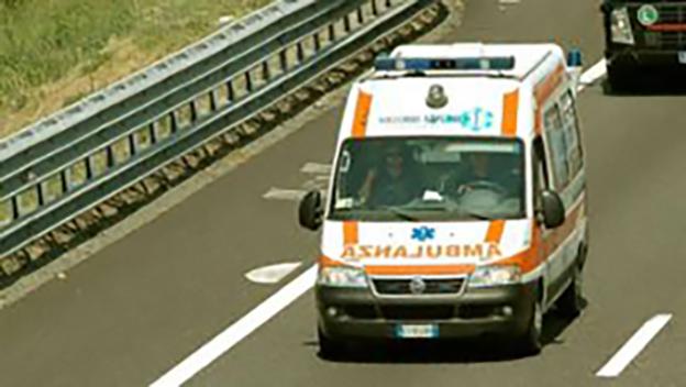 Ruba un'ambulanza e fugge verso Roma: fermato dalla polizia stradale