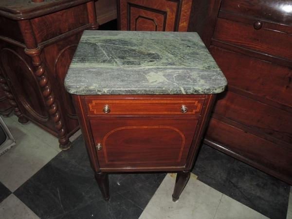 Tavoli Antichi Da Cucina Con Marmo.Lotto Comodini Antichi Con Marmo Verde