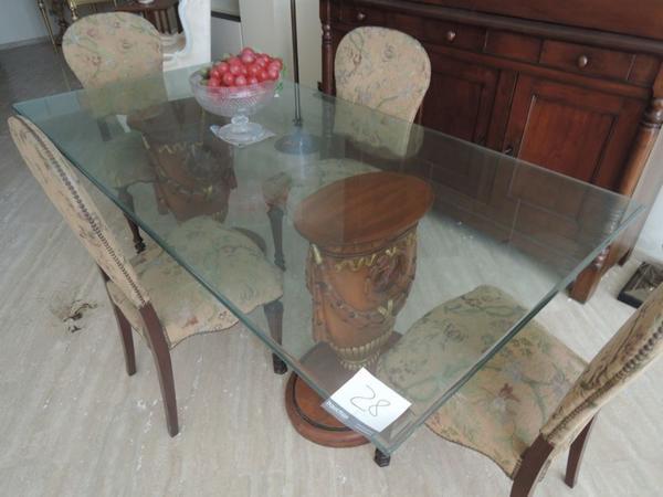 Credenza Con Piedi Alti : Lotto tavolo rettangolare in vetro con piedi colonne legno intagliato