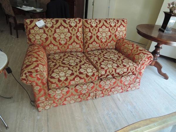 Lotto Coppia di divani 2 posti in velluto colore rosso e verde ...