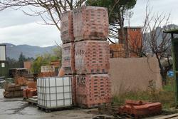 Rimanenze magazzino e contenitori metallici per pietrisco - Lotto 900 (Asta 14550)