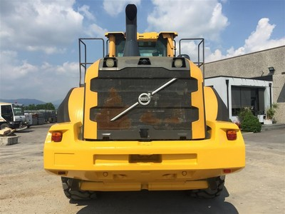 Wheel loader Volvo L180 and crawler dozer New Holland D180 - Auction 1484