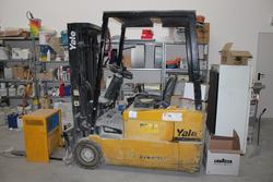 Forklift Yale and building equipment - Auction 1490