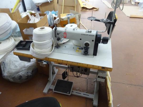 Lotto macchina da cucire durkopp - Tavolo con macchina da cucire ...