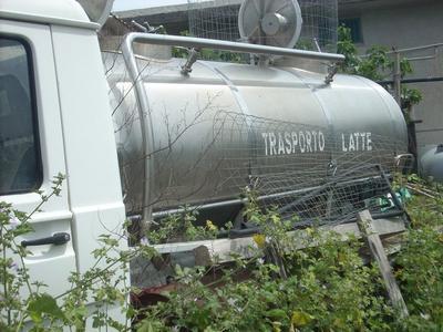 Furgone Nissan con furgone isotermico e arredamento casa - Asta 1523